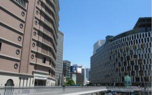 梅田のビルの画像